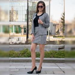 Стилен дамски костюм от сако и пола в каре