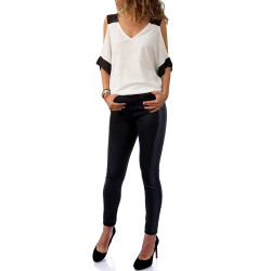 Ефектна комплект от ефирна дамска блуза и панталон с кожа в черно