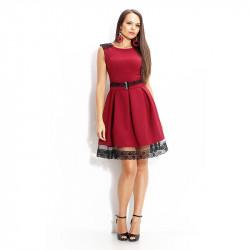 Разкроена рокля в бордо с дантела и коланче