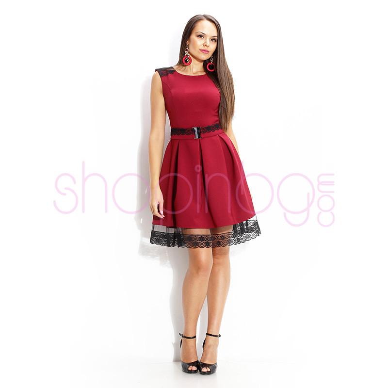 59c240a5e16 Разкроена рокля в бордо с дантела и коланче