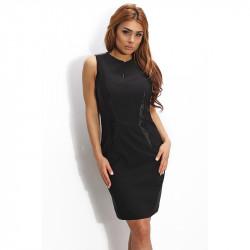 Черна рокля с цепка на деколтето гарнирана с кожа