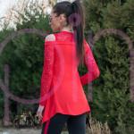 Елегантна дамска туника с дантела и голо рамо в червено