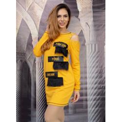 Стилна дамска рокля с ресни и капси в цвят горчица