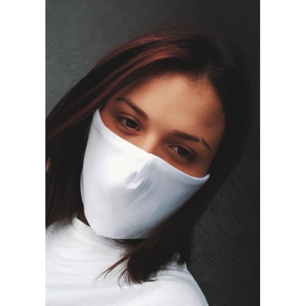 Бяла трипластова  маска за лице с моден дизайн