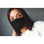 Черна трипластова  маска за лице с моден дизайн