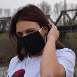 Трипластова едноцветна маска за лице с моден дизайн Blacky