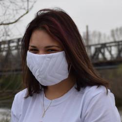 Трипластова едноцветна маска за лице с моден дизайн Kapitone