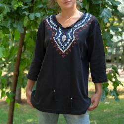 Дамска туника с фолклорни мотиви в черен цвят